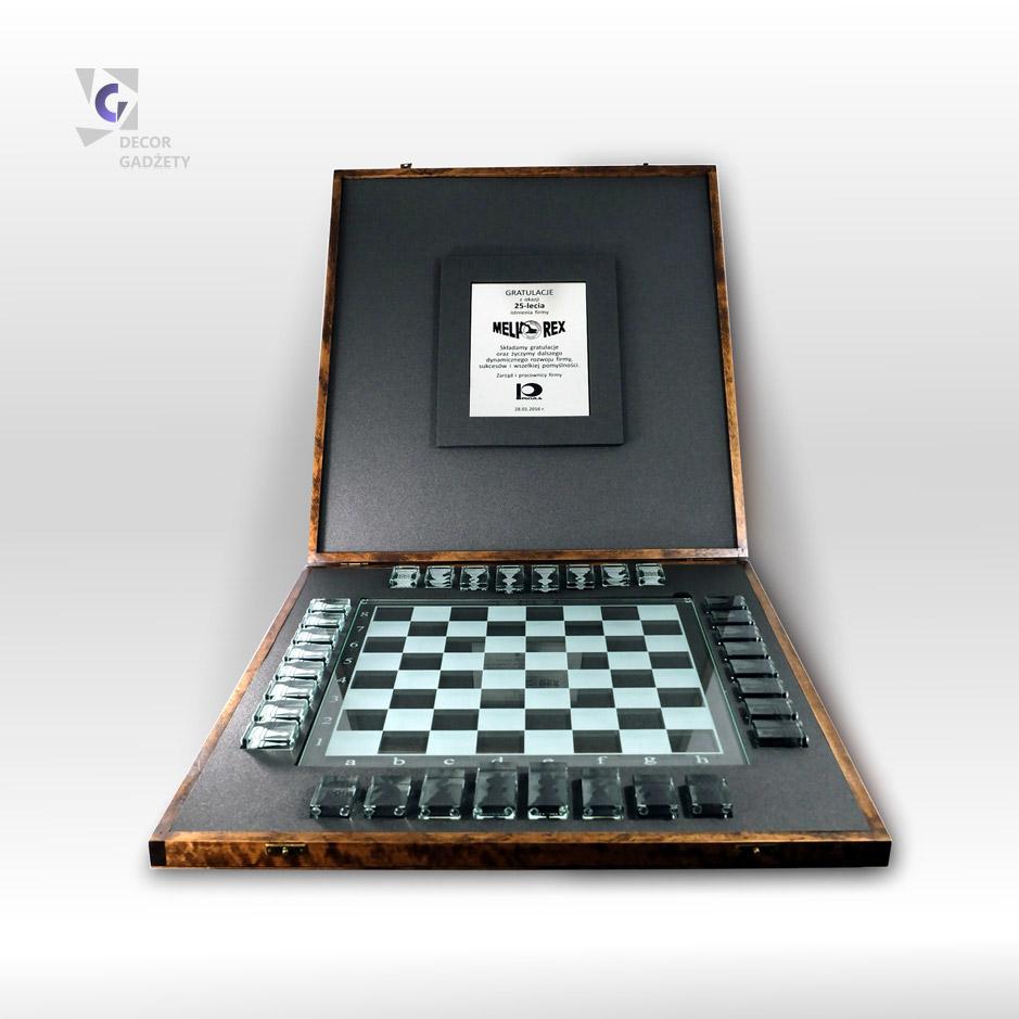 Szklane szachy - ekskluzywny prezent okolicznościowy.